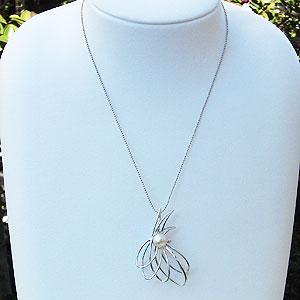 真珠:パール:ブローチ:あこや本真珠8.5mm:ピンクホワイト系:ホワイトゴールド:K18WG:ダイヤモンド:0.01ct