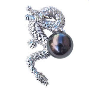 辰:モチーフ:パール:ピンブローチ:真珠:ブローチ:ピンズ:ブラックパール:タヒチ黒蝶真珠:グリーン系:直径10mm:龍:ドラゴン:モチーフ:SV:シルバー