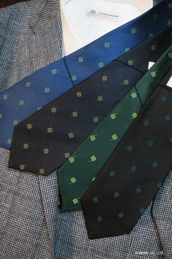 クローバー柄のネクタイ