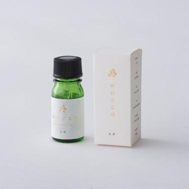 日本のエッセンシャルオイル杉の香り