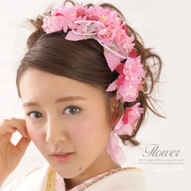 ピンク色のロングタイプ髪飾り2点セット(モデル:生田佳那ちゃん)