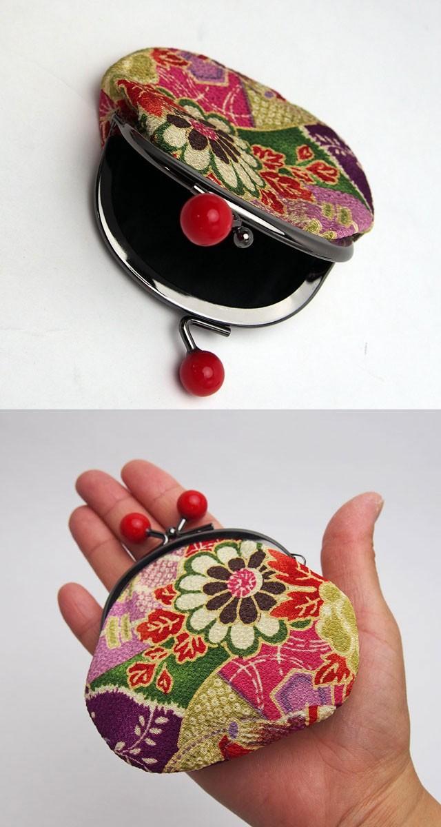 日本製 赤い大きな玉も愛らしいです