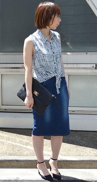 デニムタイトスカートで着痩せコーデ