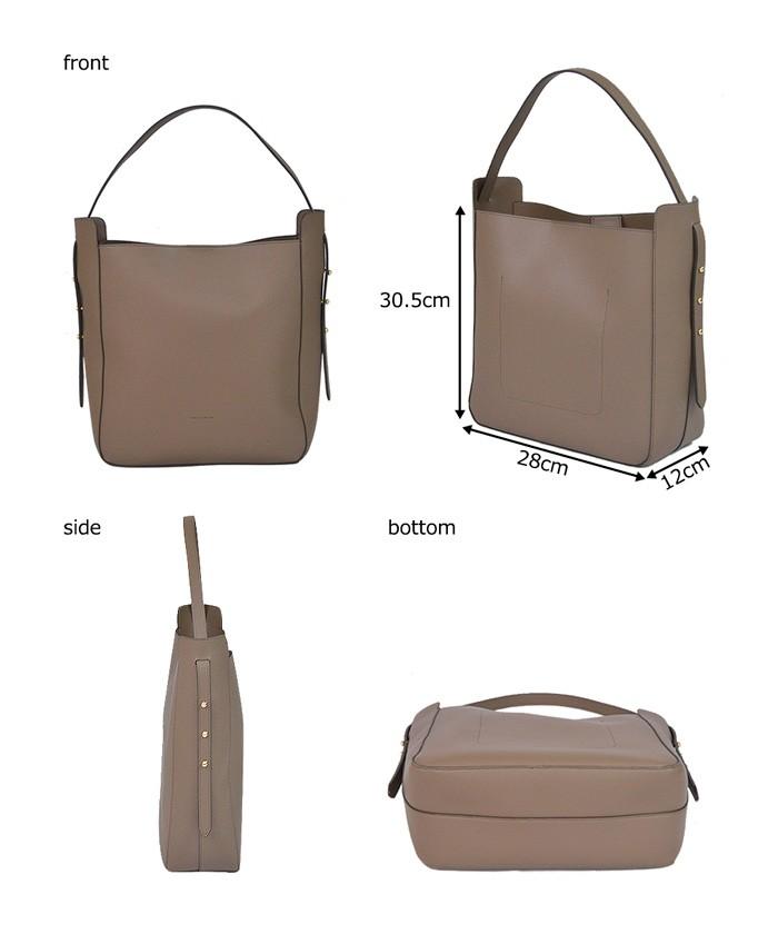 A4サイズの雑誌なども入るサイズのバッグですが、重さは約678gほどで使いやすいバッグです。