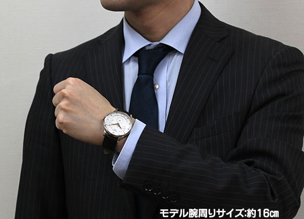 スーツにも似合う腕時計です。