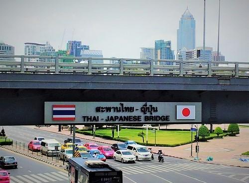 「タイ王国のバンコクのシールム駅にある日本国とタイ王国の友好の橋の写真。泰国屋ヤフーストア店及び泰国屋全店の理念の象徴の写真」タイ雑貨ネット通販 泰国屋(たいこくや)ヤフーストア店