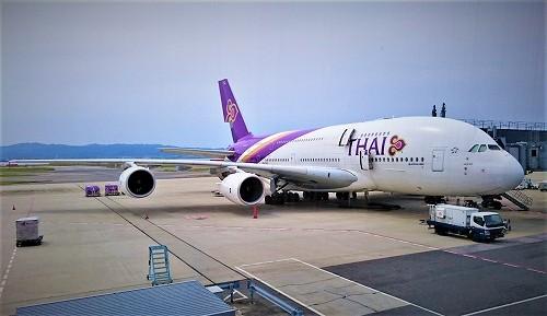 関西国際空港に駐機中のタイ航空機
