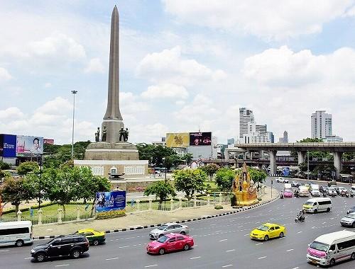 バンコク・ビクトリーモニュメント駅前の写真