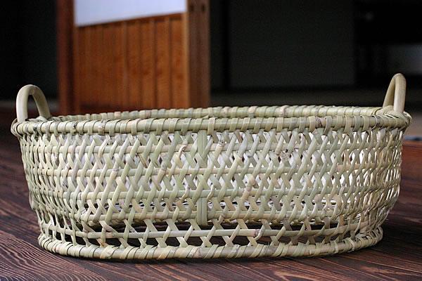 自然そのままの美しさがある根曲竹脱衣かご(底付き)