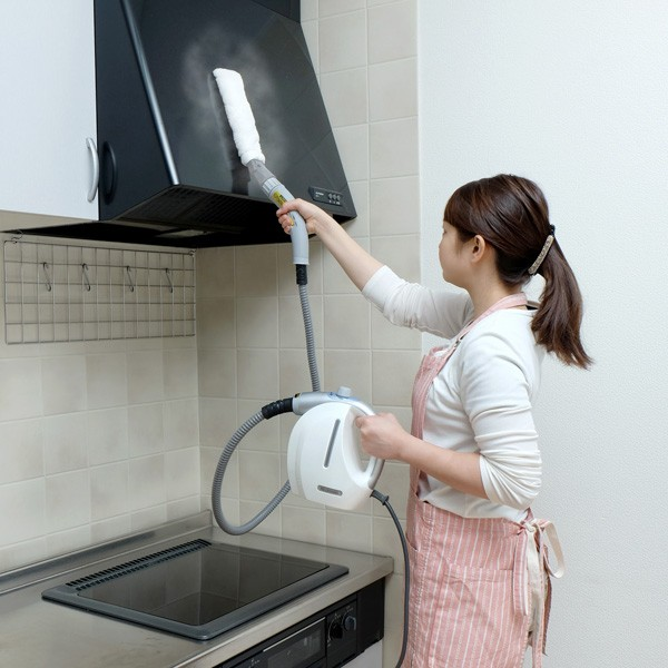 アイリスオーヤマ コンパクトスチームクリーナー STP-101N ホワイト 掃除シーン