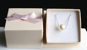 アコヤ真珠1粒ネックレス箱入り