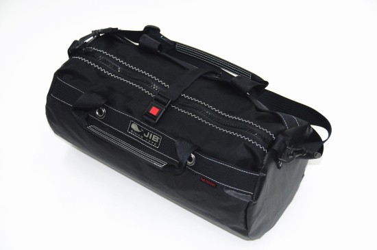 筒型バッグです、ショルダーベルト付(最長100cm)