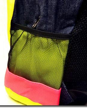 ★カラフルなネオンカラーで今季注目度大!★非常に大きなメガジップファスナー付き切替デイバッグ!★
