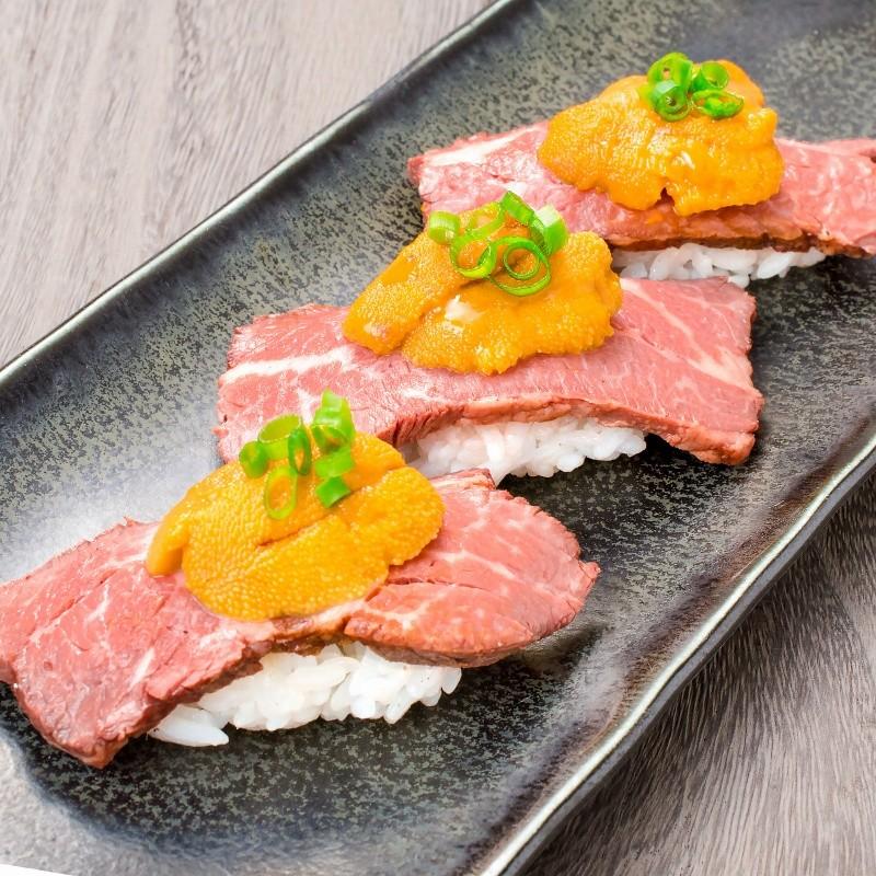 うにローストビーフ寿司3個