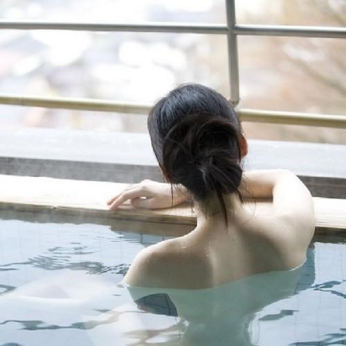 温泉 女湯 薬湯 入浴 旅館