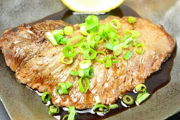まぐろほほ肉ステーキ