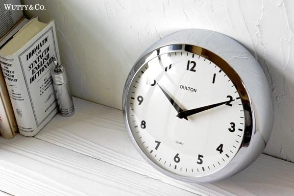 シンプルかつレトロな掛時計