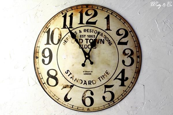 アンティーク調の掛時計