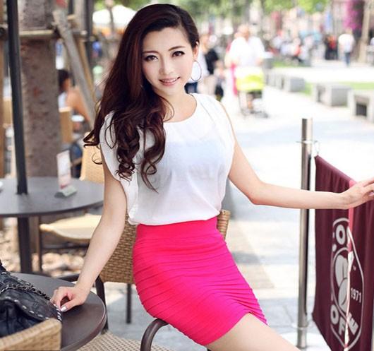 外回りで頑張るOLさんにピッタリのタイトなミニスカート! セクシーファッションで決めましょう♪!
