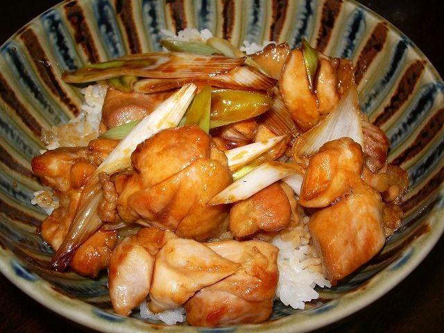 やきとり(焼鳥)どんぶり、おいしい国産鶏肉を使用