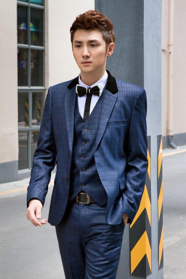 男性用舞台衣装・男性スーツ。結婚式・二次会・演奏会・