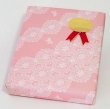 ピンクレース柄包装紙